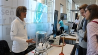 Experimente zum Mitmachen gab es am Stand des DLR: Entdeckt werden konnten zum Beispiel die geheimnisvollen Eigenschaften des Vakuums.