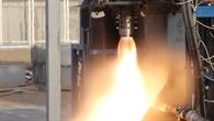 Raketentriebwerk beim Heißtest