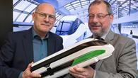 Verkehrsminister Winfried Hermann mit NGT%2dProjektleiter Dr. Joachim Winter