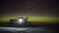 EDEN%2dISS Gewächshaus unter Polarlichtern