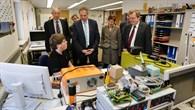 Innenminister Reinhold Gall besucht die DLR%2dAusbildungswerkstatt
