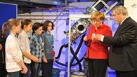 Bundeskanzlerin Angela Merkel zu Besuch im DLR_School_Lab