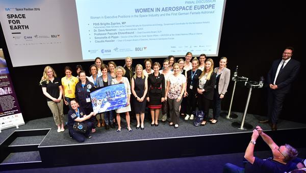 Women in Aerospace Europe bemüht sich darum, Frauen im Luft%2d und Raumfahrtsektor den Zugang zu Führungspositionen zu erleichtern