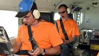 Studierende während des Fluges in der Cessna C208B Grand Caravan