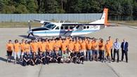 Team und Studierende vor der Cessna C208B Grand Caravan