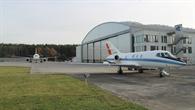 ATRA und Falcon vor dem DLR%2dHangar in Braunschweig