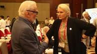 Die DLR%2dVorstandsvorsitzende im Gespräch mit Buzz Aldrin