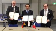 Unterzeichnung des Abkommens für gemeinsame Forschungsarbeiten im Bereich Reduzierung des Überschallknalls