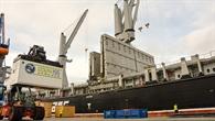 Die Verladung am Hamburger Hafen beginnt