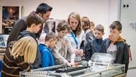 Erste Schüler erkunden das neue DLR_School_Lab TU Darmstadt