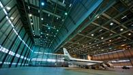 Die DC%2d8 der NASA im Hangar