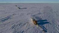 Pistenbullies (Pistenraupen) unterwegs auf dem Ross Schelfeis