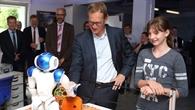 Der Regierende Bürgermeister von Berlin, Michael Müller, besucht den DLR-Standort Berlin-Adlershof