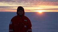 Paul Zabel beim letzten Sonnenuntergang vor der Polarnacht