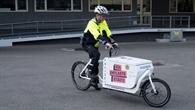 Polizeioberkommissar Kay Biewald bei der Testfahrt mit dem Lastenrad