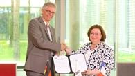 Prof. Karsten Lemmer und Hélène Jacquot%2dGuimbal