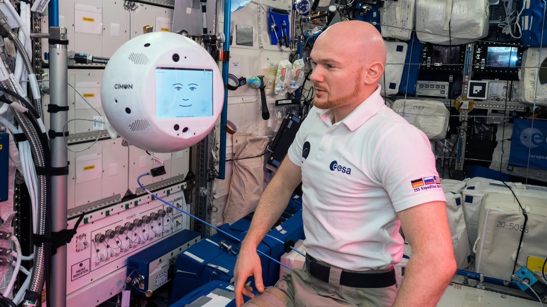 CIMON gelingt Weltpremiere mit Alexander Gerst auf der ISS