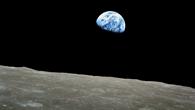 """Der """"Erdaufgang"""" über dem Mondhorizont"""