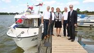 Feierliche Taufe des ersten DLR%2dMehrzweckmessboots