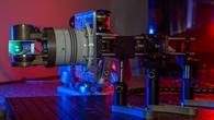 Ausrichteeinheit mit Prisma zur Laserstrahlsteuerung