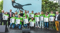 DLR%2dVorstand Dr. Walther Pelzer mit der siegreichen Projektgruppe  des Neuen Gymnasiums Oldenburg.