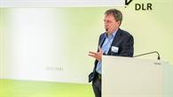 Stellvertretender DLR%2dVorstandsvorsitzender Hamacher bei der Begrüßungsansprache