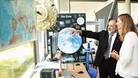 Die Ministerin im DLR_School_Lab