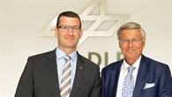 Dr. Dennis Göge und Wolfgang Bosbach beim DLR in Oberpfaffenhofen