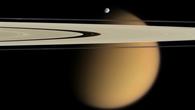 Mysteriöser, von einer dichten Atmosphäre eingehüllter Saturnmond Titan