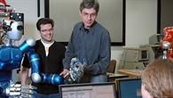Teamarbeit im Labor des Robotik%2d und Mechatronikzentrums