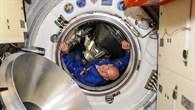 """Alexander Gerst """"betritt"""" die Raumstation"""