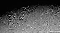 Erster Blick auf Saturnmond Enceladus