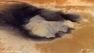 Schwefelhaltige Sedimente im Krater Becquerel