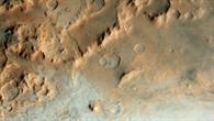Die eisigen Terrassen des Riesenkraters Hellas auf dem Mars
