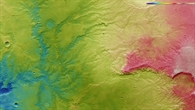 Farbkodierte topographische Bildkarte des Talnetzwerks östlich des Huygens%2dKraters