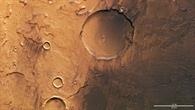 Hell und dunkelgefärbte Kraterlandschaft in Terra Cimmeria