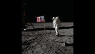 Edwin 'Buzz' Aldrin salutiert vor dem Sternenbanner
