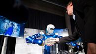 Erster Tele%2dHandshake mittels eines humanoiden Roboters
