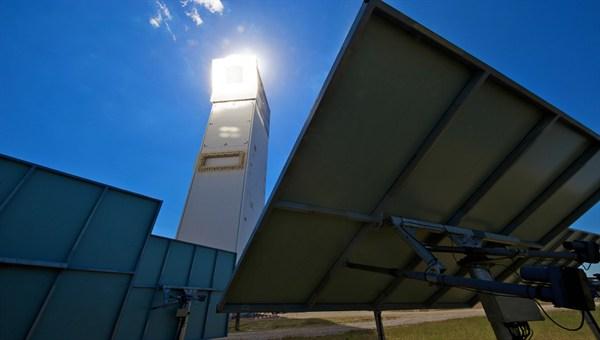http://www.dlr.de/dlr/en/Portaldata/1/Resources/bilder/portal/portal_2012_4/scaled/solarturm_juelich_2_l.jpg