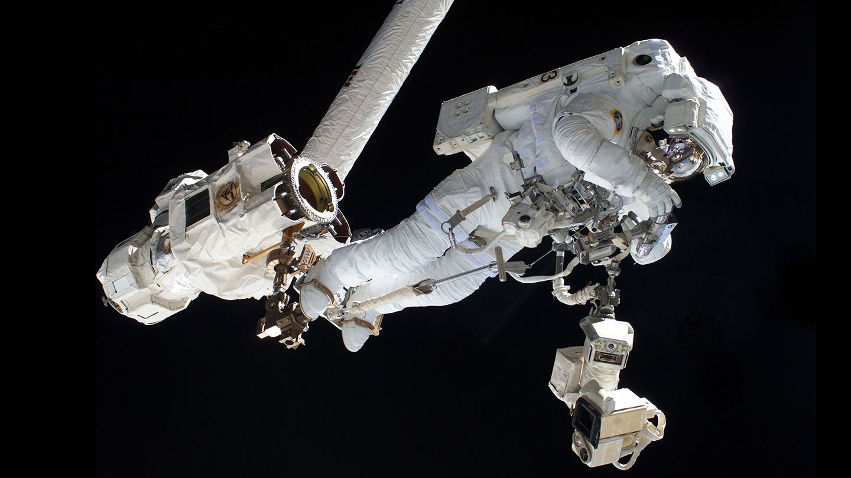 astronaut in the spacecraft - photo #16