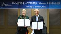 Prof. Pascale Ehrendfreund und Dr. Cho Gwang Rae (KARI)