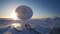 Die 9%2dMeter%2dAntenne empfängt eine ganze Armada an Satellitenfunkinformationen. Die Daten werden in Echtzeit verarbeitet.