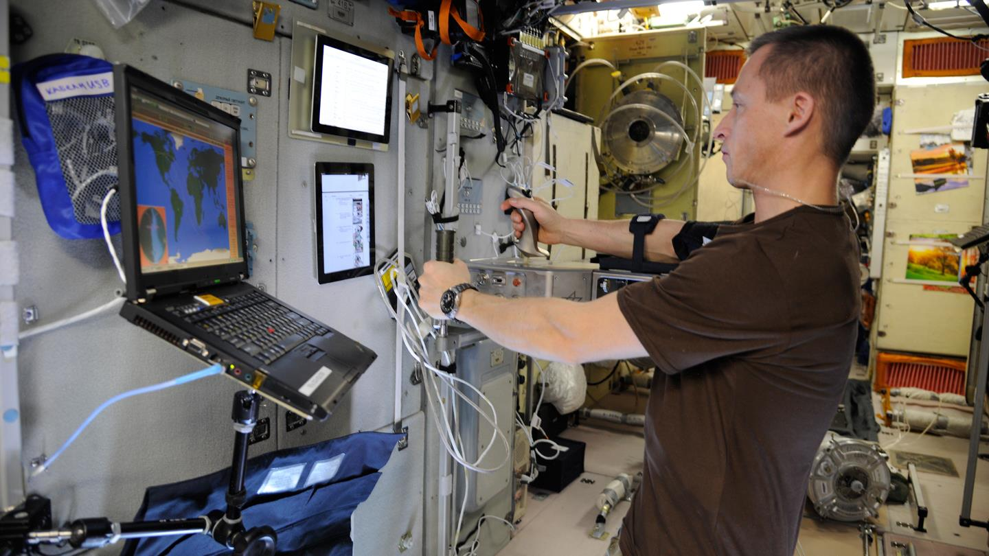 Testing dexterity in a weightless environment