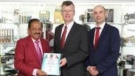 Der Indische Minister für Wissenschaft, Technologie und Erdwissenschaften, Dr. Vardhan zu Besuch im DLR%2dBerlin