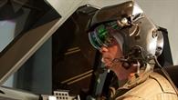 Die vom Assistenzsystem berechnete Flugbahn wird dem Piloten direkt im Sichtfeld seines Helmvisiers eingeblendet.