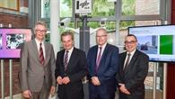 EU%2dKommissar Günther Oettinger zu Gast beim DLR in Brüssel