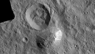 Bildmosaik von Ahuna Mons