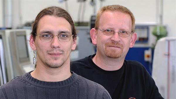 Auszubildender Stefan Ratke mit seinem Ausbilder Jörg Hofmann