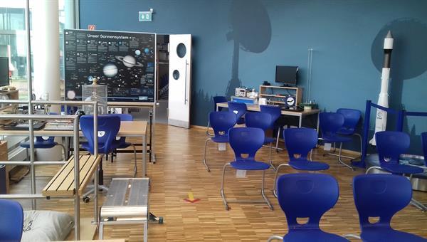 Experimentierstationen im DLR_School_Lab Neustrelitz