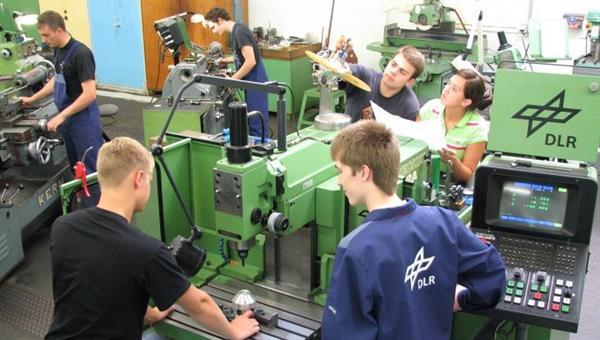 Ausbildung zur Industriemechanikerin oder %2dmechaniker %2d Einsatzgebiet Feingerätebau